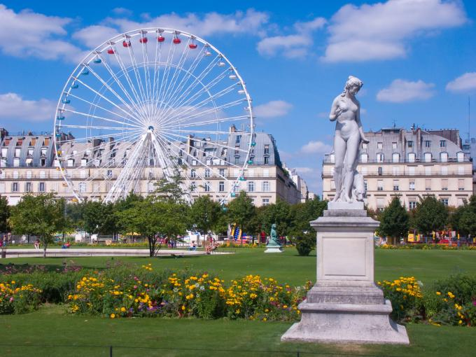 A timeless moment at the Tuileries Garden